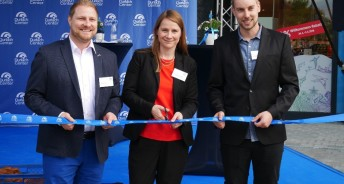 v.l. Philipp Harms, Filialeiter dm-drogerie markt, Jacqueline Brunner, Centermanagerin Durlach Center und Guillaume Kochert, Store Leader Decathlon (c) TH REal Estate