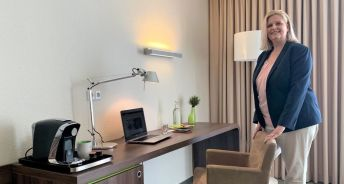Annabell Minde, Marketing und Vertrieb Hotel Global Inn, in einem der Homeoffice-Zimmer. / Quelle: Volkswagen Immobilien